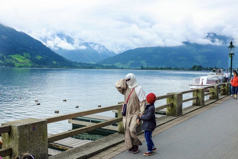 Flaneren langs de boulevard in Zell am See. Populair bij gefortuneerde Arabieren.