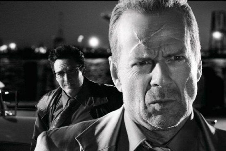 Michael Madsen (links) en Bruce Willis in Sin City. Beeld