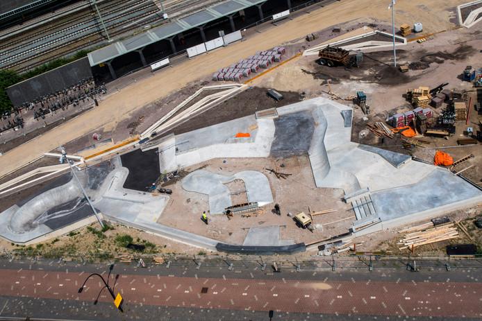 TT-2019-012439-Hengelo Gemeente werkt aan Industrieplein er komt een nieuwe inrichting terwijl de skatebaan  vorm krijgt editie:Hengelo Foto Reinier van Willigen RWN20190805
