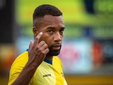 Jeugdspelers zien hun trainer nu óók het gele shirt van Staphorst dragen: 'Prachtig hoe de mensen hier voetbal beleven'