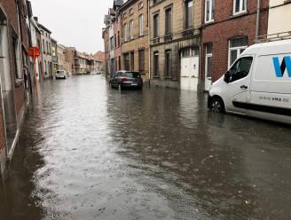 OVERZICHT. Beelden tonen wateroverlast in heel Vlaanderen, in Ranst sloeg de bliksem in