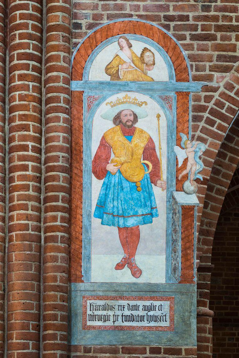 Fresco met de Deense Vikingleider Harald Blauwtand,  in de kathedraal van Roskilde. Beeld BELGAIMAGE