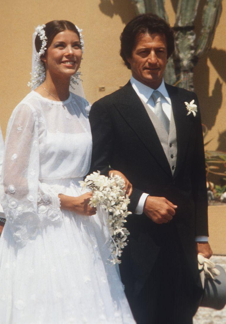 Princess Caroline van Monaco (in Dior) met Philippe Junot op hun bruiloft in Monaco op 29 juni 1978.  Beeld Getty Images