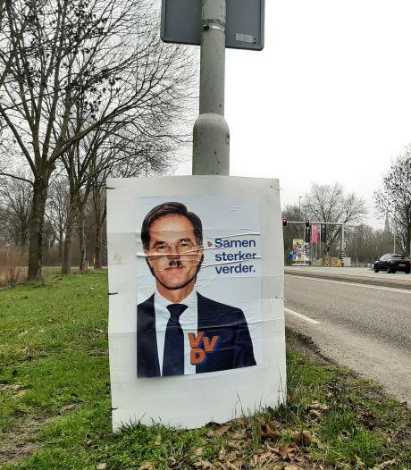 Verkiezingsborden VVD in Doetinchem voorzien van Hitlersnorretje: 'Het lijkt een gecoördineerde actie'