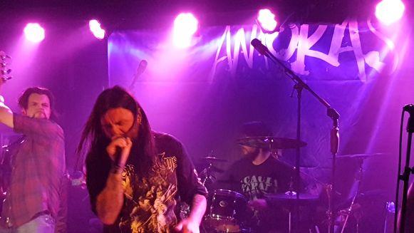 Fleddy Melculy werd voor een dag 'metalband Amoras'.
