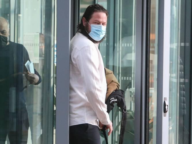 Broers Steveniers vallen elkaar in de armen op proces van freefighters, aanklager vraagt twee jaar cel voor persfotograaf die vechters aanvuurde