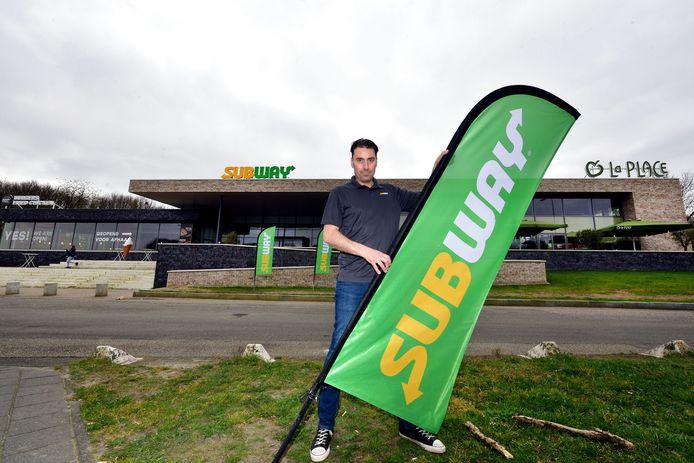 Met zijn nieuwe zaak achter tankstation De Wouwse Tol in Bergen op Zoom heeft Johan van Bijsterveldt nu al zes Subway-vestigingen in West-Brabant. 'Ook al is het nu nog alleen afhalen, het draait al lekker.'