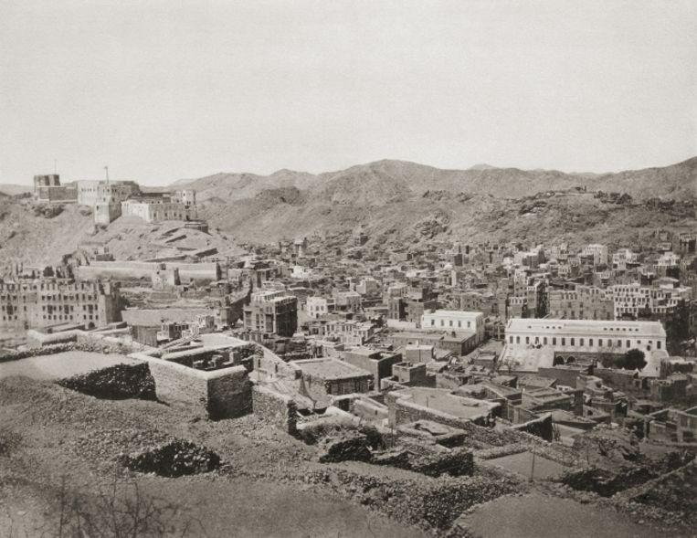 Mekka. Christiaan Snouck Hurgonje maakte als eerste westerling foto's van de bedevaartstad, maar moest na een diplomatieke rel Mekka halsoverkop verlaten.  Beeld Christiaan Snouck Hurgonje