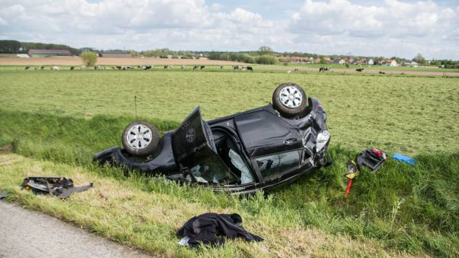 Automobilist gewond na koprol langs Zuiderring in Ieper