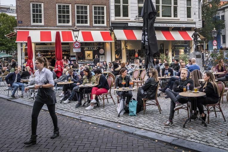 Horeca krijgt weer toestemming voor uitbreiding terrassen - Parool.nl