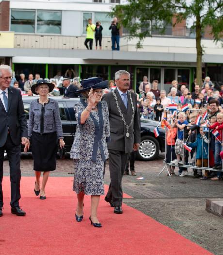 Beatrix vol bewondering voor Flevowand in Biddinghuizen