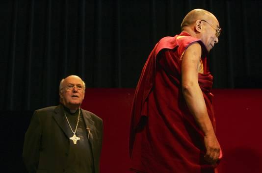 """Participation du Dalai Lama au congrès """"Stratégies pour la paix et la compréhension mutuelle"""", en 2006."""