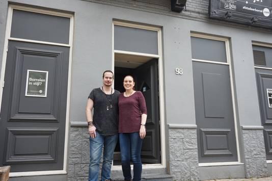 Tom en Margot voor hun nieuwe zaak. De verbouwing begint vrijdag.