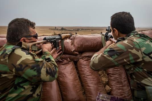 Peshmergastrijders aan het front met Iraq.