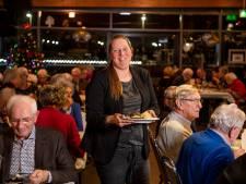 Janna Roos serveert laatste keer borden uit voor eenzame ouderen