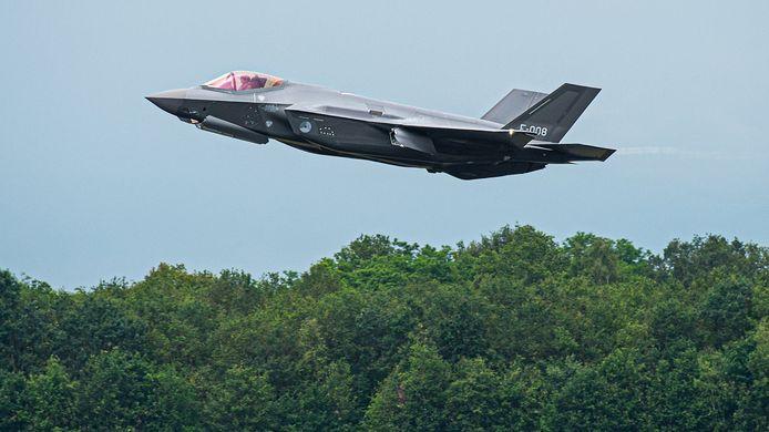 Het zingt tijdens de informatieavond in Merselo rond dat de F-35 nog veel lawaaieriger is dan de voorganger F-16. T
