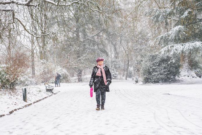 Niet alleen kinderen genieten van de sneeuw.