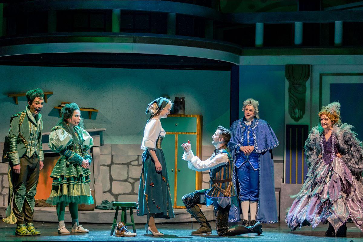 Revivez la magie de Cendrillon sur scène, avec une touche de modernité...