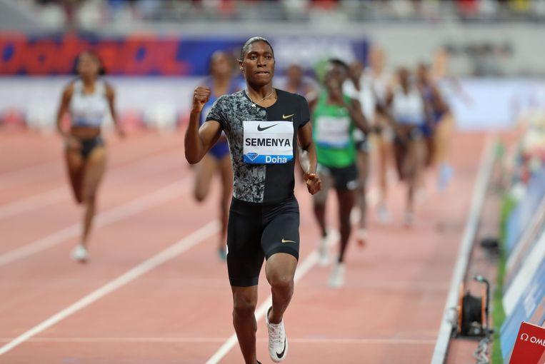De Zuid-Afrikaanse intersekse-atlete Caster Semenya is oppermachtig op de 800 meter. Ook tijdens de Diamond League dit jaar in Doha. Beeld AFP