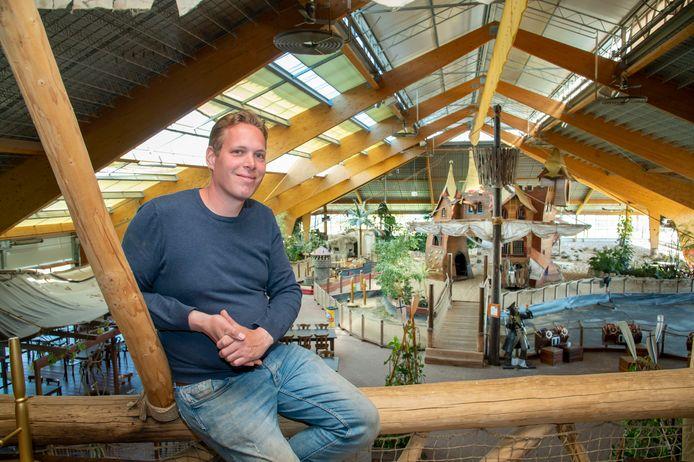 Bernard 't Jong uit Beekbergen heeft SchatEiland Zeumeren, langs de A1 bij Voorthuizen, nieuw leven ingeblazen. Behalve het speelparadijs gaat hij ook de shortgolfbaan, midgetgolfbaan en het strandpaviljoen in het gebied exploiteren.