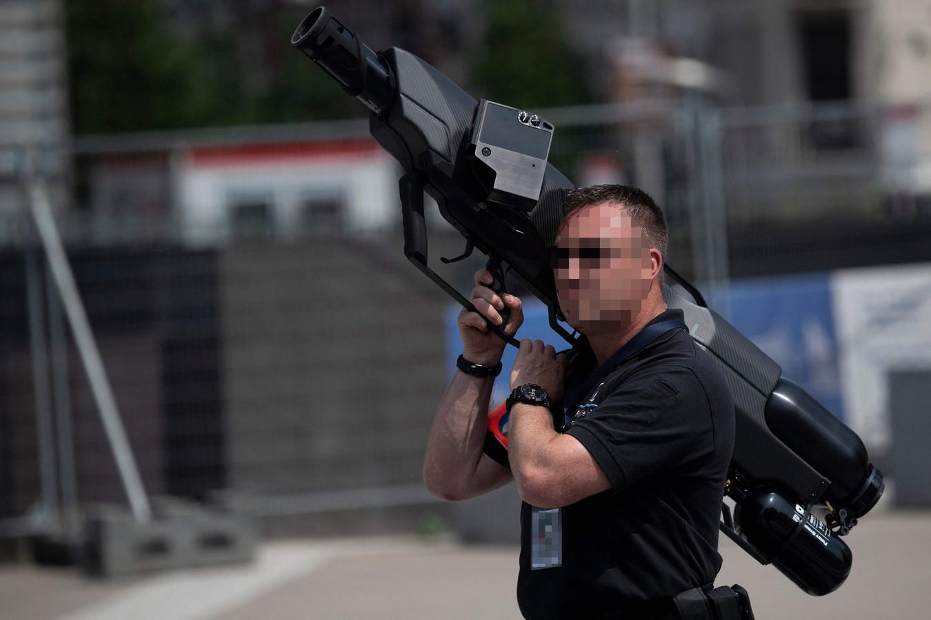 La police a déployé des bazookas anti-drones lors de la venue de Joe Biden à Bruxelles.