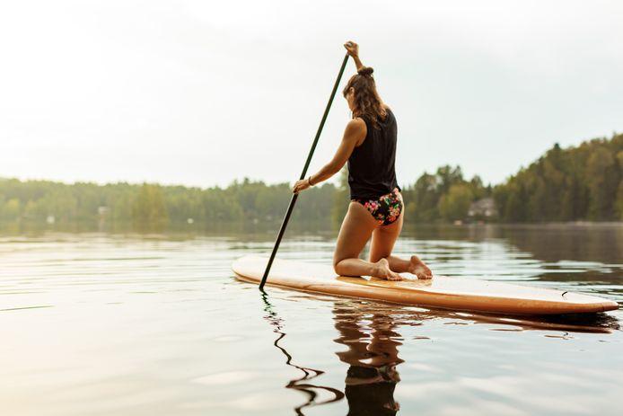 Wie het moeilijk vindt om z'n evenwicht te bewaren, kan voor een breder board kiezen én op z'n knieën suppen.