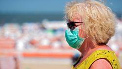 """Crisiscentrum: """"Mondmasker natmaken tegen de hitte is geen goed idee"""""""