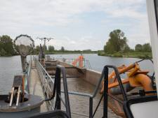 Hoe Kruimeltje de krappe vaargeul te lijf gaat; baggeren in de bocht van de Maas tussen Heerewaarden en Lith