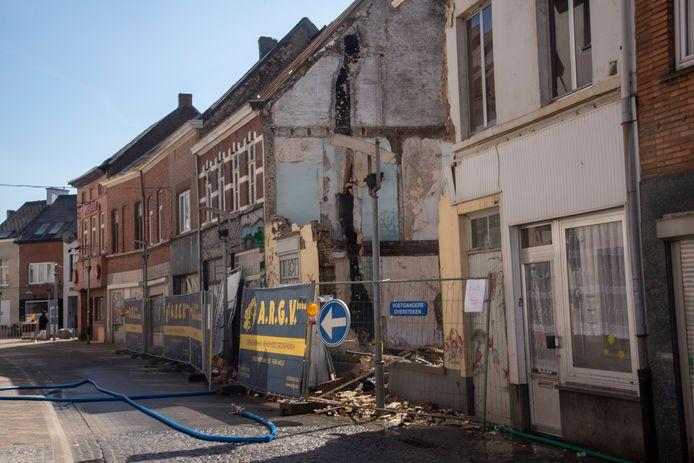 In de Kerkstraat gaan 11 huizen tegen de grond.
