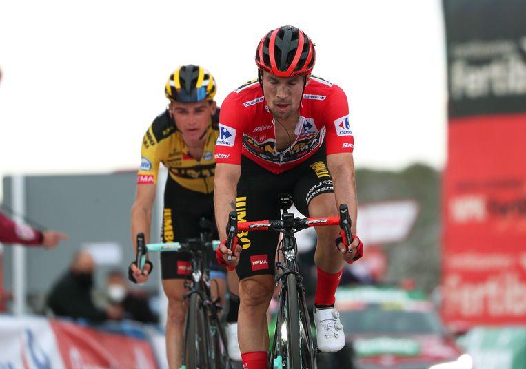 Primoz Roglic komt binnen als vijfde, in het gezelschap van ploegmaat Sepp Kuss. Ze verliezen 26 seconden op de ritwinnaar. Beeld EPA