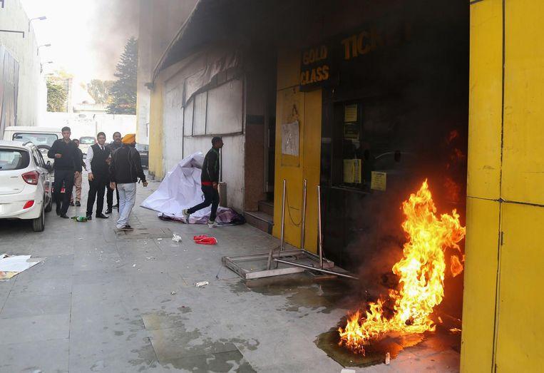 Brand bij een bioscoop in Jammu Beeld afp