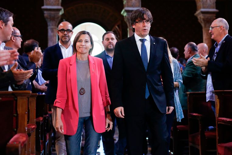 ► Catalaans president Carles Puigdemont plant in oktober een referendum. Beeld AFP