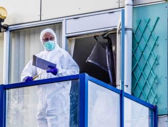 Politie doorzoekt afvalcontainer na vondst babylijkje op balkon