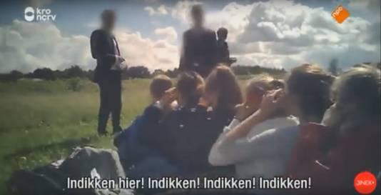 Studenten worden tijdens de ontgroening gedrild als vee, er wordt geschreeuwd en gescholden