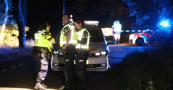 Fietsend echtpaar zwaargewond door ongeluk in Heeswijk-Dinther, twee personen aangehouden.