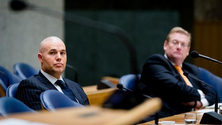 Joram van Klaveren en Minister Ard van der Steur van Veiligheid en Justitie in Vak K tijdens het debat in de Tweede Kamer over de vrijheid van meningsuiting Beeld anp