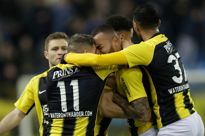 Waterontharder stond het afgelopen seizoen al op de shirts van Vitesse, onder het rugnummer.