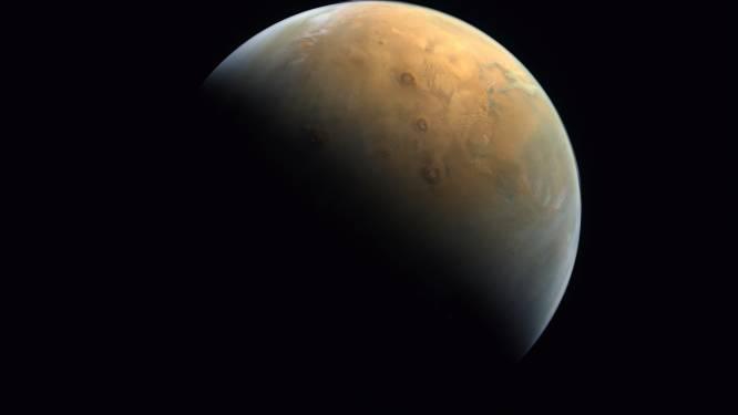 Eerste Arabische Marssonde stuurt eerste foto door