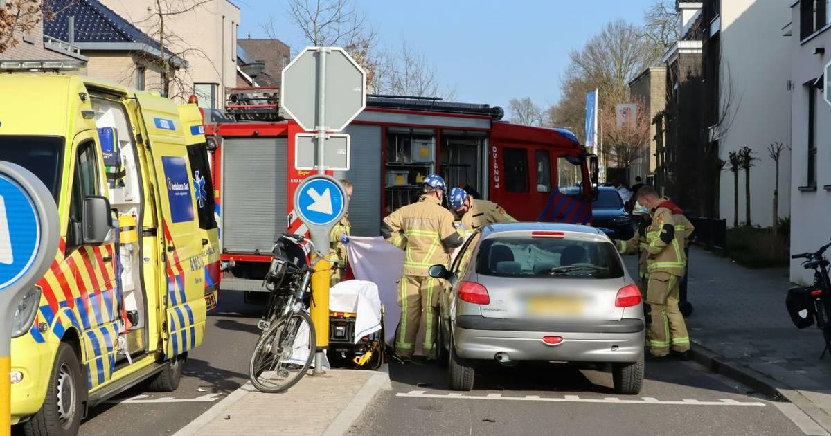 Fietsster zwaargewond na aanrijding bij Lonnekerspoorlaan in Enschede.