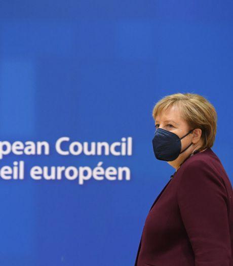 Standing ovation des dirigeants de l'UE pour saluer le départ d'Angela Merkel