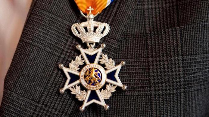 De koninklijke onderscheiding Ridder in de Orde van Oranje-Nassau.