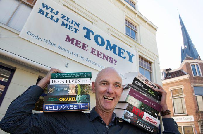 Gerard Tomey kan wel een financieel duwtje in de rug gebruiken om zijn boekhandel in Culemborg te kunnen behouden.