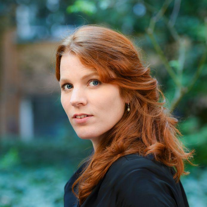 Renee van Bavel zingt Herman van Veen. Foto Stefanie Fiebrig