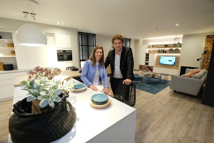 DSM Keukens Sofie en Tim De Schepper vanaf nu niet alleen keukens maar totaal concept met leefruimte en al