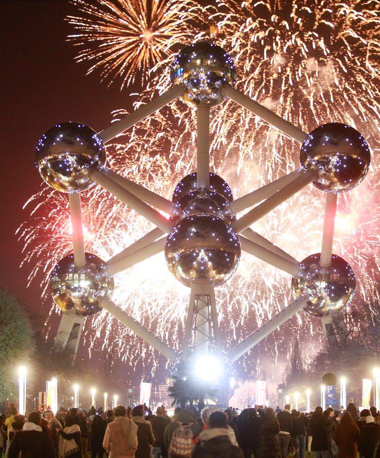 Vuurwerk aan het Atomium. Beeld EPA
