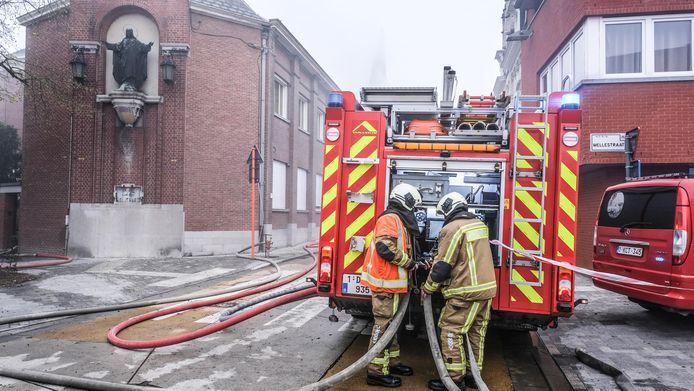 Sfeerbeeld van de kloosterbrand in de Mellestraat in Heule.