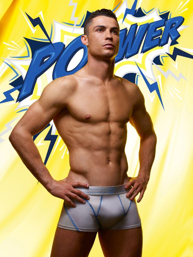 Cristiano Ronaldo showt zijn nieuwe onderbroek.