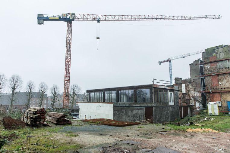 Een deel van de kantoren werd in 2000 al gebouwd. Om onbekende redenen is de bouw niet verder doorgegaan.