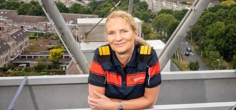 Haagse brandweercommandant over bizarre jaarwisseling: 'Spullen lagen klaar om ons te bekogelen'