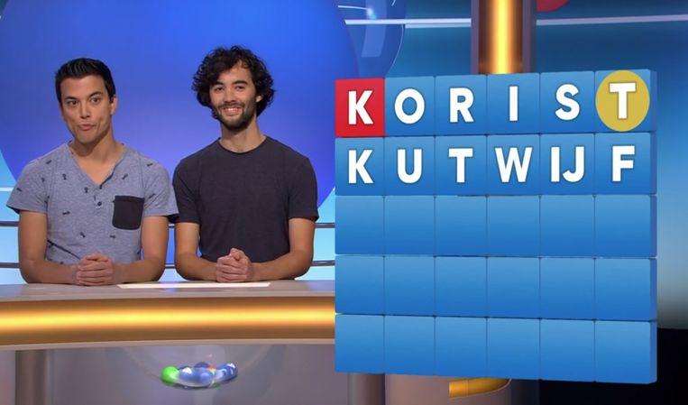 Andries (links) die samen met zijn broer meedeed, haalt uit naar ex-vriendin in het tv-woordspelletje Lingo.